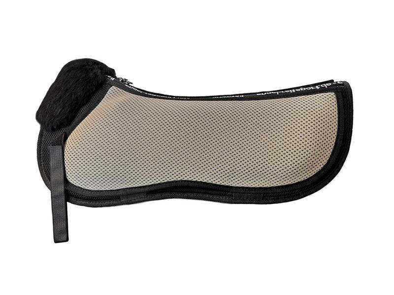 AirTec V-Line Sattelkissen mit Fellkranz vorne und seitlichen Korrekturtaschen